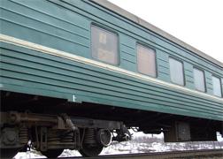 dp.uz.gov.ua: Протягом 2012 року на залізниці зловмисники пошкодили 51 вагон приміських поїздів