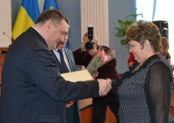 dp.uz.gov.ua: На залізниці привітали працівниць зі святом 8 Березня