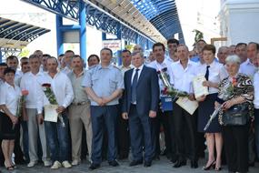dp.uz.gov.ua: На залізниці нагородили працівників, які відзначились на будівництві мосту в Севастополі