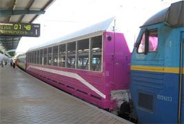 dp.uz.gov.ua: За півроку залізниця перевезла спецвагонами майже 500 автомобілів своїх пасажирів