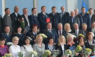dp.uz.gov.ua: До професійного свята заохотили 354 придніпровських залізничників
