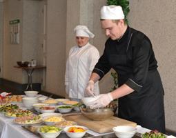 dp.uz.gov.ua: До Дня закоханих придніпровських залізничниць навчали оригінальній кулінарії