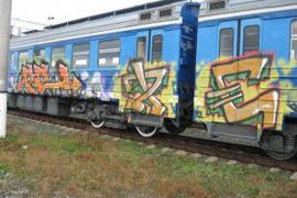 dp.uz.gov.ua: Приміські потяги залізниці потерпають від вандалів-графітчиків