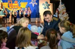 dp.uz.gov.ua: Придніпровські залізничники влаштували свято для дітей, які залишилися без батьківського піклування