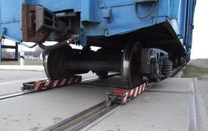dp.uz.gov.ua: Придніпровські залізничники створили ефективний пристрій для транспортування рухомого складу із заклиненою колісною парою