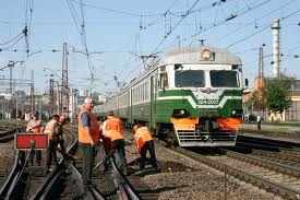 dp.uz.gov.ua: У квітні працівники колійного господарства не лише перевірили стан колій та залізничних переїздів, але й активно пропагували безпеку руху