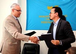 dp.uz.gov.ua: Підписано Меморандум про взаєморозуміння між ПАТ «Укрзалізниця» та профспілкою залізничників і транспортних будівельників України