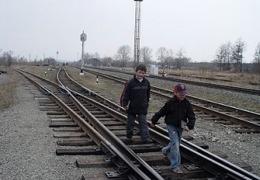 dp.uz.gov.ua: Залізничники нагадують батькам школярів про необхідність навчати дітей  правилам безпеки на залізниці
