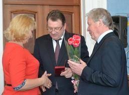 dp.uz.gov.ua: На Придніпровській залізниці привітали жінок-працівниць