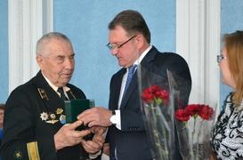 dp.uz.gov.ua: До Дня Перемоги на Придніпровській залізниці вшанували  ветеранів війни