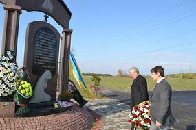 dp.uz.gov.ua: На Придніпровській залізниці вшанували мужніх захисників України