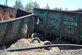 dp.uz.gov.ua: Зловмисники пустили під укіс вантажний поїзд у Дніпрі - через крадіжку верхньої будови колії зійшли з рейок локомотив та вагони