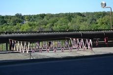 dp.uz.gov.ua: Залізничники залатали провал, що утворився на мосту в Запоріжжі після невдалого об'їзду маршрутного автобуса