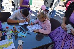 dp.uz.gov.ua: Юні вихованці Дніпровської дитячої залізниці на благодійному фестивалі «МАМА+Я» розповідали дітворі про залізничні професії