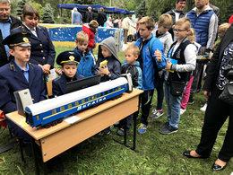 dp.uz.gov.ua: Вихованці Запорізької дитячої залізниці представляли залізничні професії на інтерактивному заході «Місто професій»