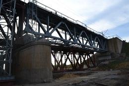 dp.uz.gov.ua: Придніпровські залізничники з випередженням графіка завершили  роботи по заміні однієї прогонової конструкції на мосту через річку Мокра Московка – рух поїздів на перегоні Передаточна – Ростуща відновлено