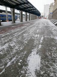 dp.uz.gov.ua: У складних погодних умовах придніпровські залізничники забезпечують стабільний рух поїздів та оперативне очищення залізничної інфраструктури від снігу