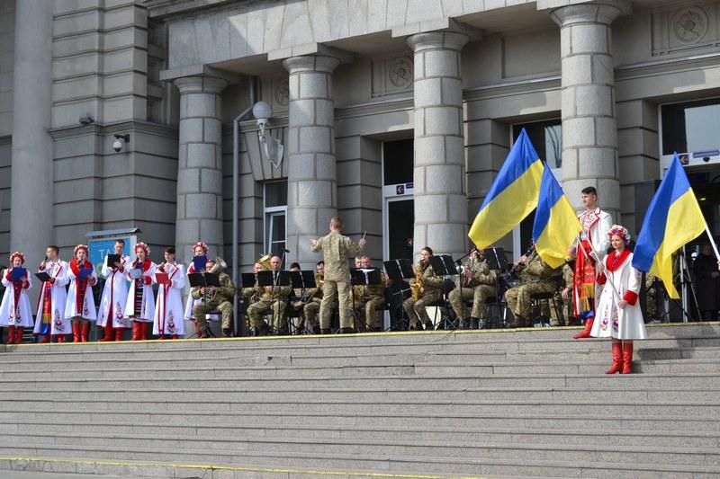 dp.uz.gov.ua: Центральний вокзал Дніпра долучився до всеукраїнського флешмобу