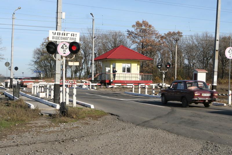 dp.uz.gov.ua: Придніпровські залізничники закликають водіїв автотранспорту до обачності під час перетину колій
