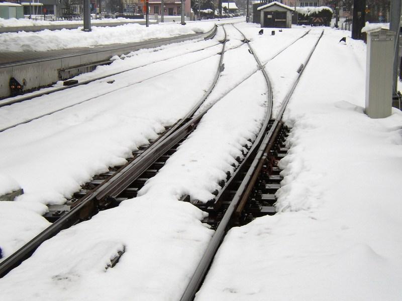 dp.uz.gov.ua: Придніпровські залізничники проводять снігоочисні роботи,  рух поїздів здійснюється за розкладом
