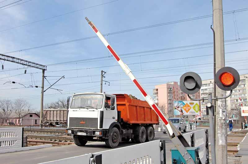 dp.uz.gov.ua: За п'ять місяців водії автотранспорту через порушення правил дорожнього руху спричинили 4 ДТП на залізничних переїздах та коліях  Придніпровської магістралі