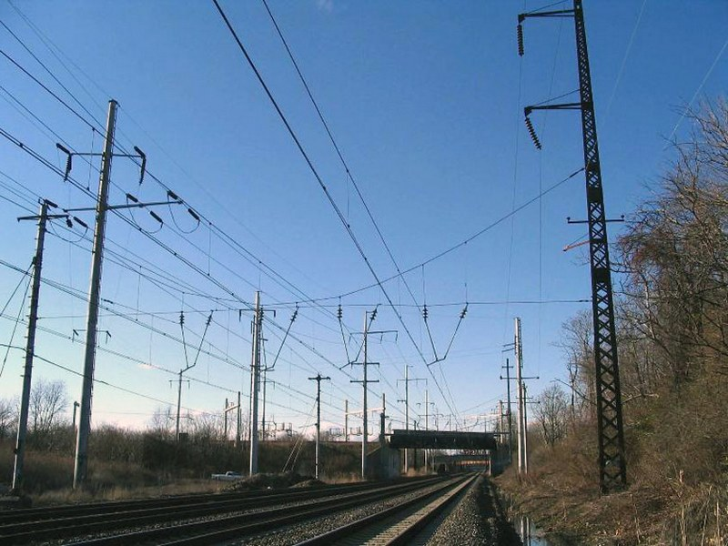 dp.uz.gov.ua: На Придніпровській залізниці встановили 267 нових опор  контактної мережі