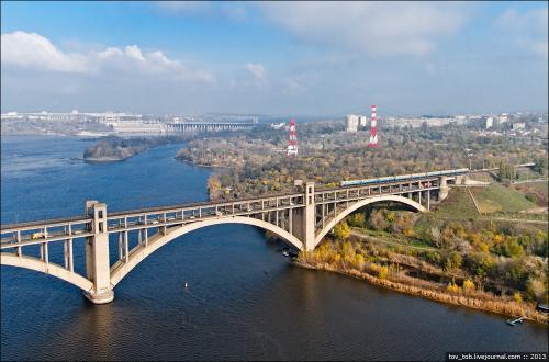 dp.uz.gov.ua: До кінця 2020 року залізничники частково оновлять пішохідну зону на одному з мостів Преображенського, що в Запоріжжі