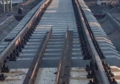 dp.uz.gov.ua: На будівництві нового мостового переходу через річку Дніпро                                   у м. Запоріжжі завершується облаштування обхідної залізничної інфраструктури