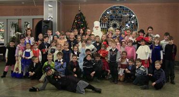 dp.uz.gov.ua: Святий Миколай привітав дітей залізничників